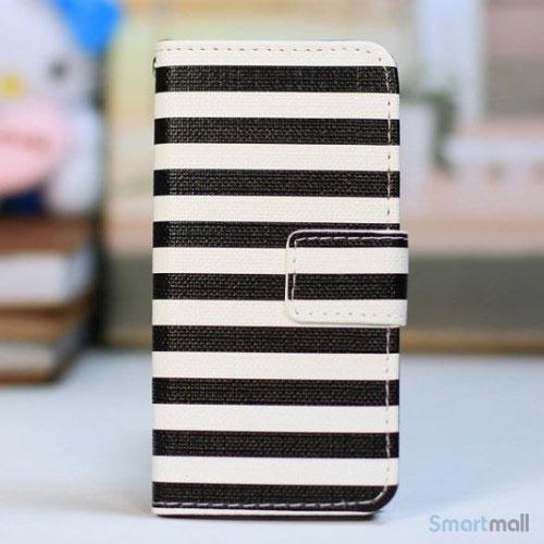 kombineret-laederpung-og-hardcase-for-iphone-5-5s-sorte-striber-hvid