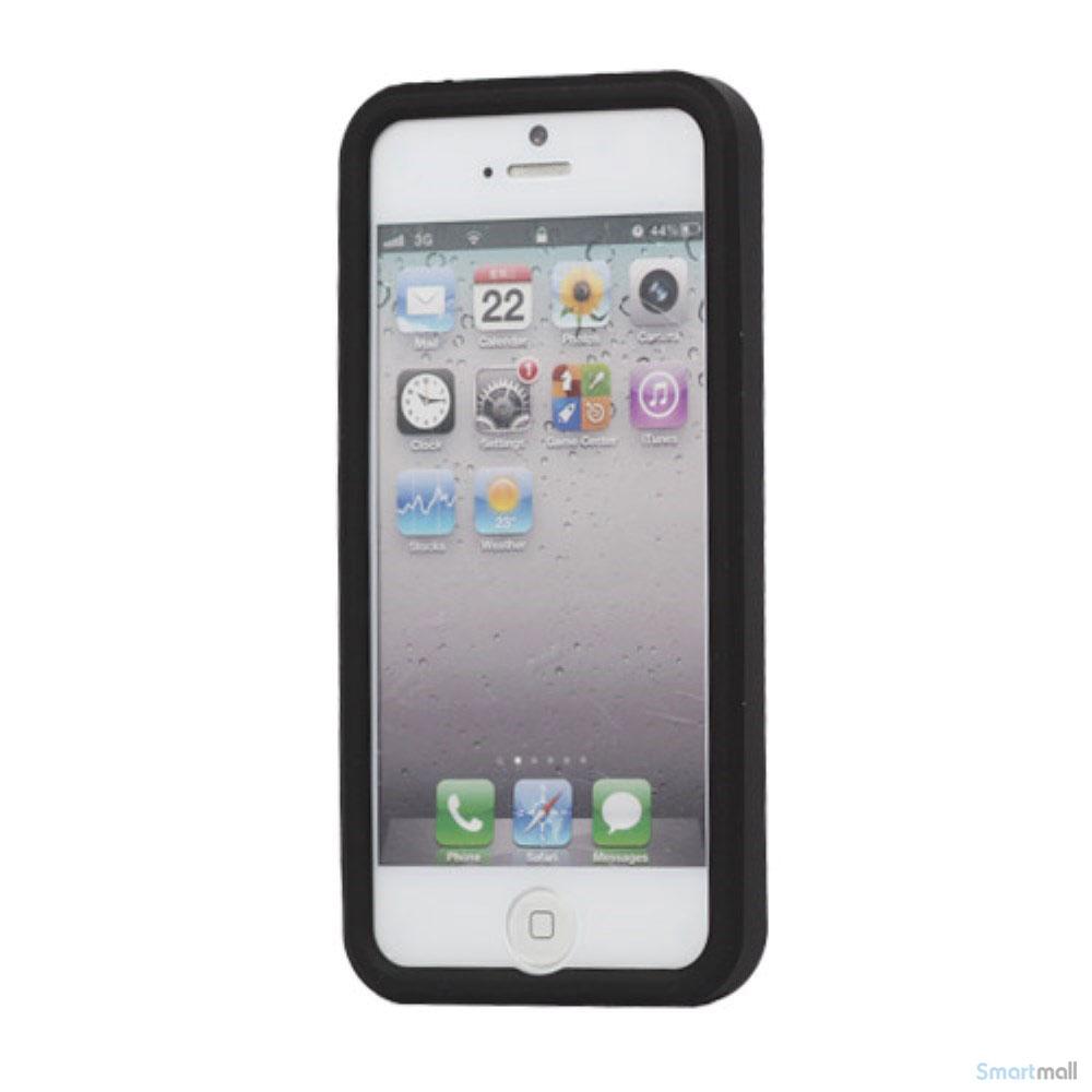 trendy-silikone-cover-til-iphone-5-og-5s-med-daekmoenster-sort
